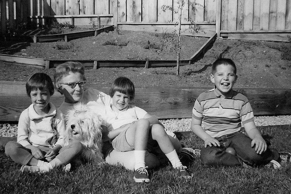 1965_05_Felicia Morrow, Agnes (Hansen) Steger, Tibby, Janine, Marc-2