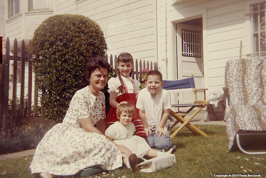 1962_06_Anita Phillips house, 879 28th Avenue, San Francisco_Mom, Janine, Marc, Paula